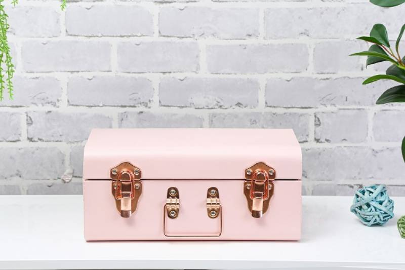 Pan Emirates unveils its pink-themed home decoration collection