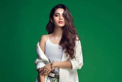 Saboor Ali's useful advice to Fans about Dressing