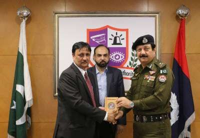 IG Punjab Inam Ghani visited Punjab Safe Cities Authority and viewed various places of the city from Operation and Monitoring Center.