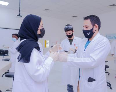 Gulf Medical University hosts high school students for research experience in the College of Pharmacy