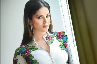 During the shooting of Sunny Leone's web series, thugs arrived on the set