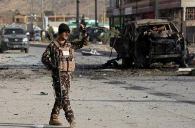 Car bomb blast near a checkpoint in Afghanistan has killed 6 officers
