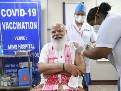 The Indian Prime Minister also got the corona vaccine